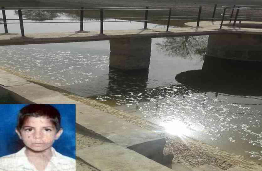 डिग्गी से गेंद नकालने के चक्कर में 10 वर्षीय बच्चे की मौत, गमगीन माहौल में हुआ अंतिम संस्कार