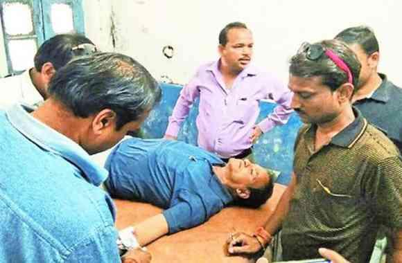 गोली लगने के बाद भी व्यापारी ने नहीं छोड़ा रुपयों से भरा बैग
