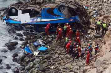 पेरू: पलटा खाकर 200 मीटर खाई में जा गिरी बस, दुर्घटना में 44 की मौत, 24 घायल