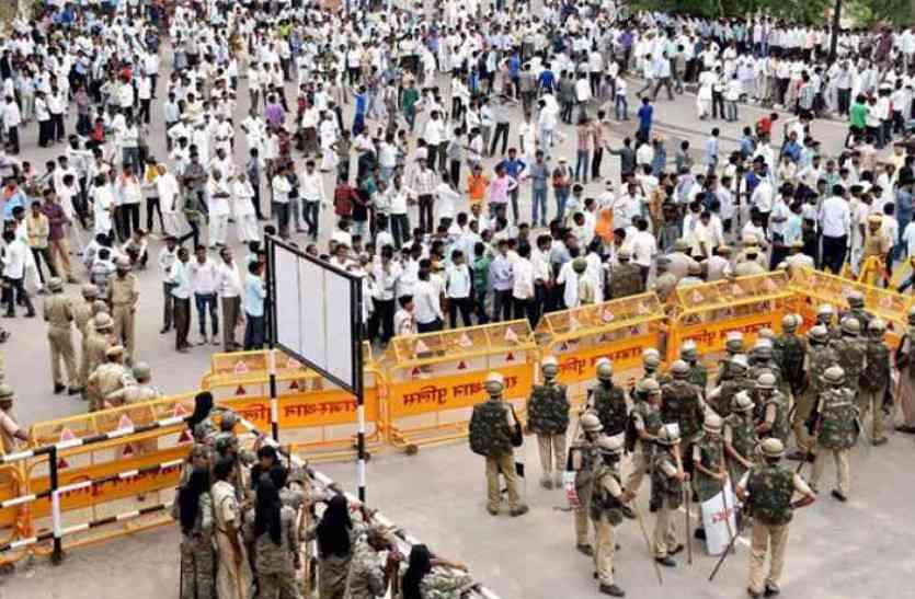 जयपुर कूच के लिए निकले किसानों को घेराबंदी कर पुलिस ने रोका, गुस्साए किसानों वहीं डाला पड़ाव