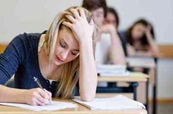 परीक्षा के दौरान बच्चों को इस तरह रखें तनाव से दूर