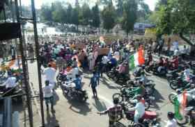 कांग्रेस की सायकिल रैली पुलिस ने रोकी, विरोध के बाद आगे पैदल ही गए कांग्रेसी- Video