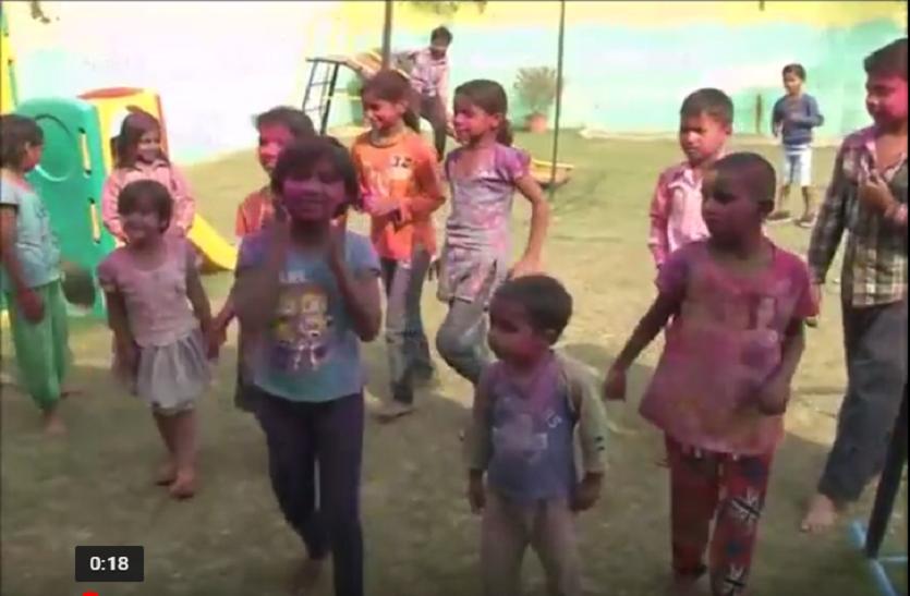 वंचित बच्चों ने भी इस बार मनाई ऐसी होली कि देखने वाले भी रह गए दंगः देखें वीडियो