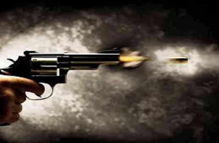 firing on advocate in jaunpur