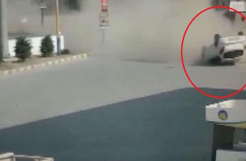 कार पलटी तो हुआ ये कैसा खुलासा, देखकर चौंक गई पुलिस