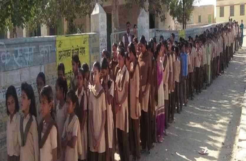 JAISALMER NEWS- खुद के अस्तित्व को बचाने बेटियां उतरी सडक़ों पर, लोगों को बताई अपनी अहमियत
