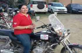 महिला दिवस: दो बच्चों की मां ने बाइक से किया है कुछ ऐसा करिश्मा