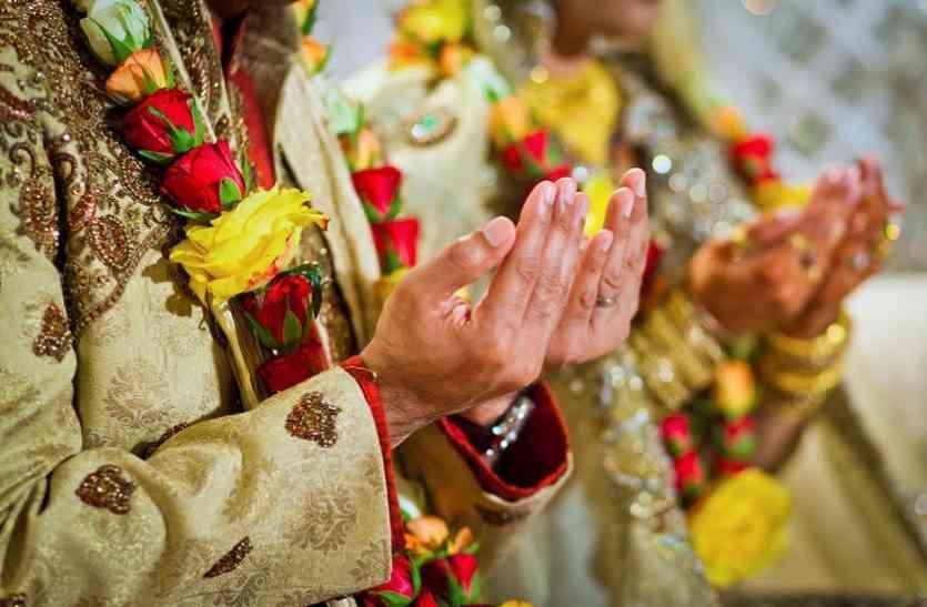 मुस्लिम युवक ने ऐसे छपवाया  अपनी शादी का कार्ड जिसे देख रिश्तेदार हुए हैरान