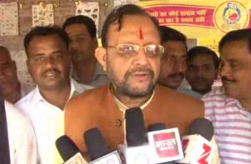 गोरखपुर-फूलपुर उपचुनाव में मंत्री ने किया जीत का दावा, सपा-बसपा पर कसा तंज