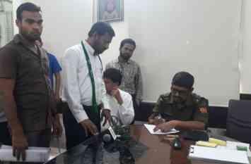 समुदाय विशेष को डराने के लिए रविशंकर ने दिया बयान, एफआईआर की मांग