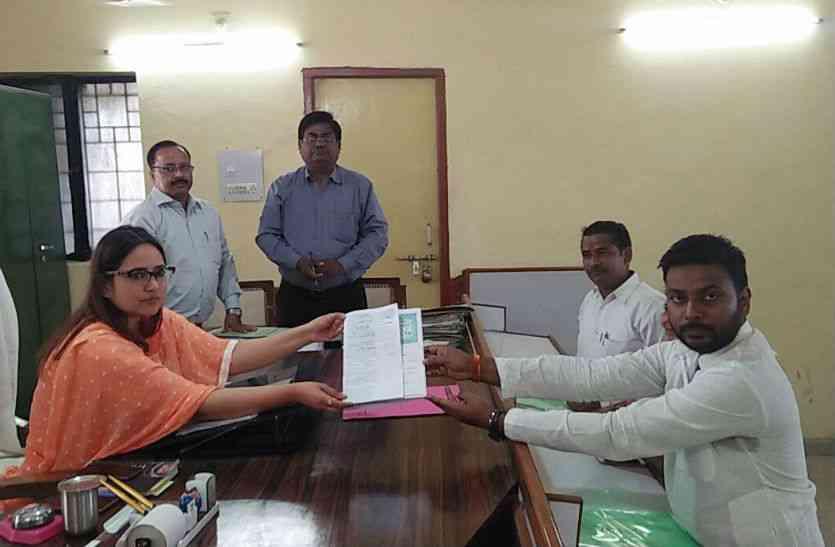 Amol Yadav elected unopposed jila panchayat president of
