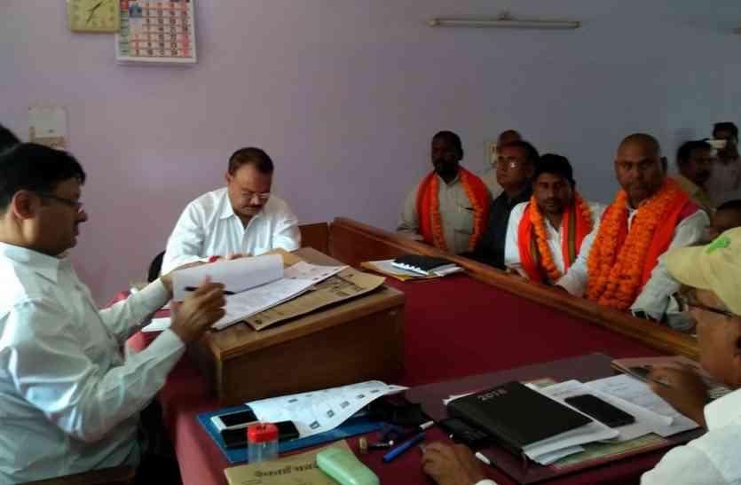 जिला पंचायत अध्यक्ष के चुनाव में भाजपा को मिल रही अपनों से चुनौती, दो अन्य बीजेपी नेता ने भी भरा पर्चा