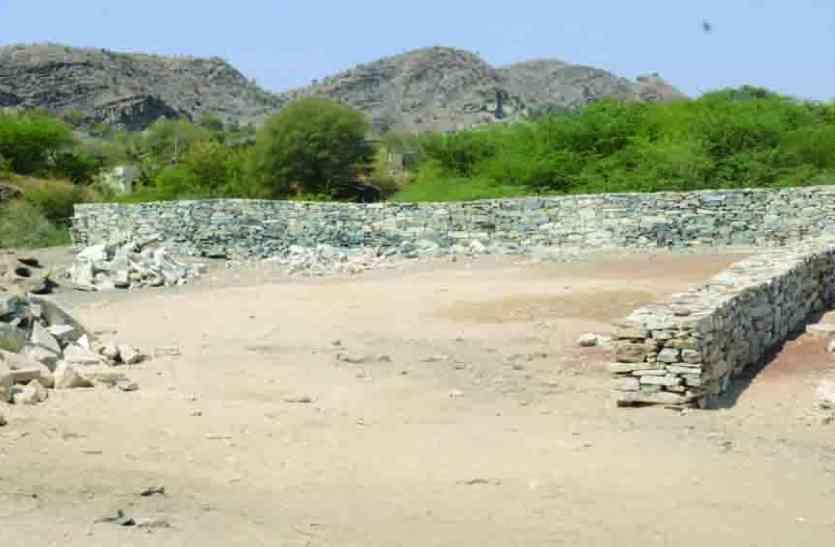 NEGLIGENCE : राजसमंद शहर की चरागाह भूमि पर मलबा डाल भू-माफियाओं ने किया कब्जा