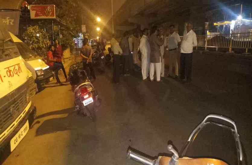 Breaking: बीच सड़क व्यापारी की स्कूटी को लात मारकर साढ़े 6 लाख रुपए से भरा बैग लूट ले गए बदमाश