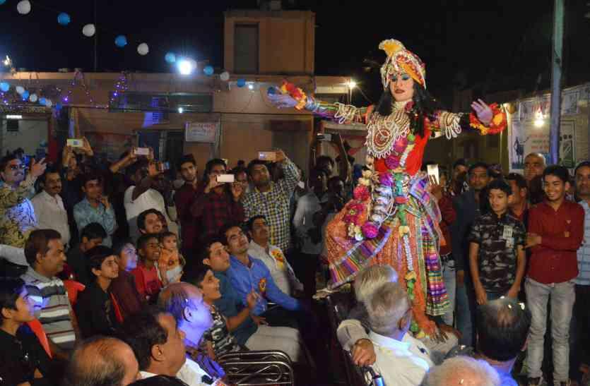सिंधु महोत्सव मेला : भोला व कृष्ण ने खेली होली तो मच गई हुड़दंग