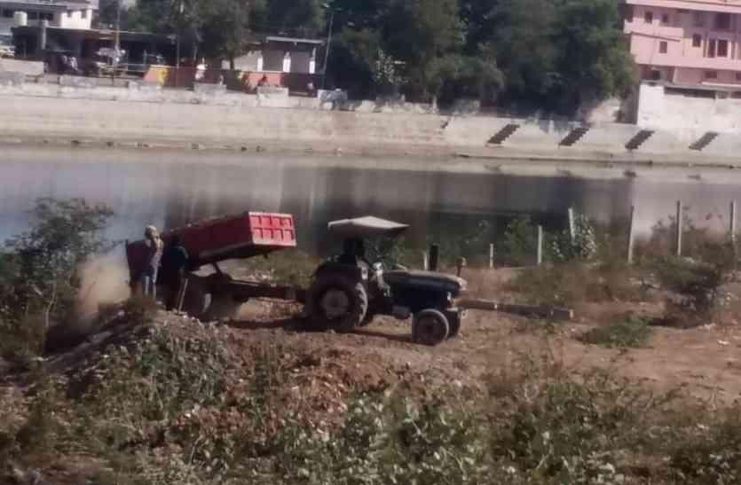 जल संकट से जूझते जिले में खत्म किए जा रहे तालाब, मूकदर्शक बने जिम्मेदार