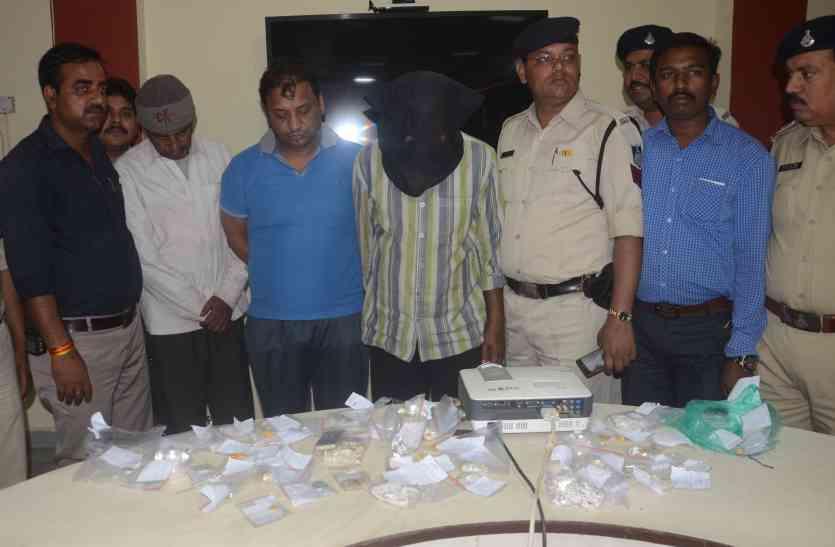 खुली जीप में चोरी करने वाला गिरोह पकड़ाया, २९ चोरियां, दो लूट का खुलासा