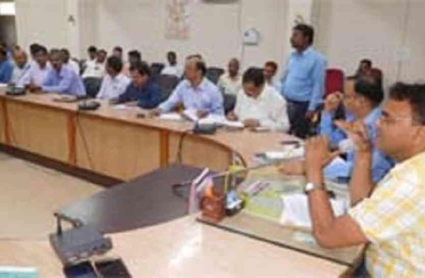 स्वास्थ्य केंद्र निमार्ण में देरी से नाराज डीएम ने कार्यदायी संस्था के खिलाफ दिया एफआईआर का निर्देश