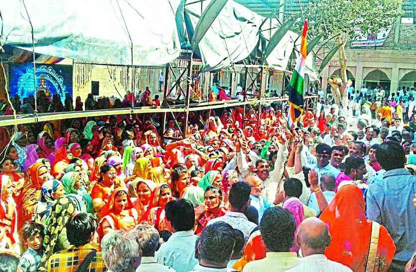गडरारोड में ठाट से बिराजे ढाट के राधा-कृष्ण