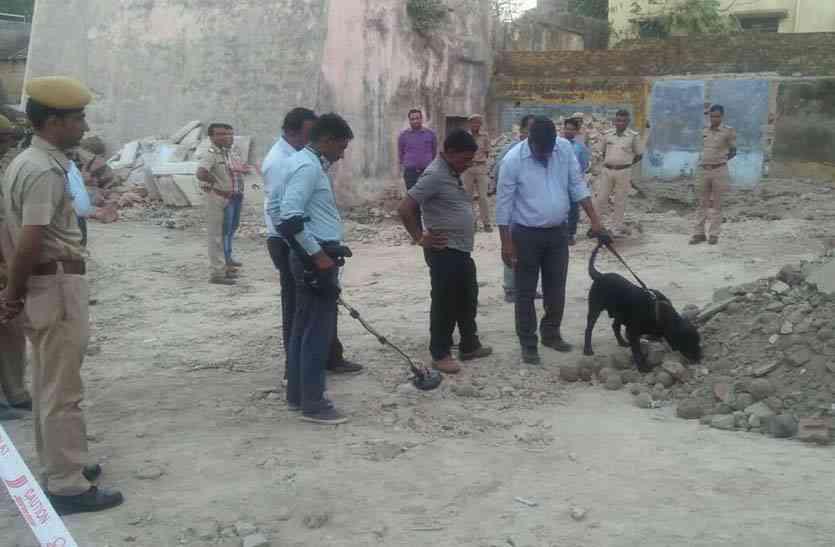 अलीगढ पहुंचा बम निरोधक दस्ता, डॉग स्क्वायड टीम व कई मशीनों से की जांच