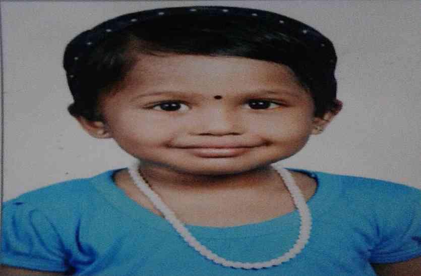 युवती की लापरवाही से बच्ची की गई जान