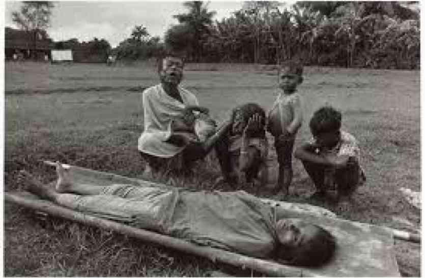 दुर्घटना में हुई मां की मौत, अब मौत पर छाया सामाजिक कुरीति का साया,मूकबधिर बहन व नेत्रहीन भाई पर टूटा मुसीबतों का पहाड़