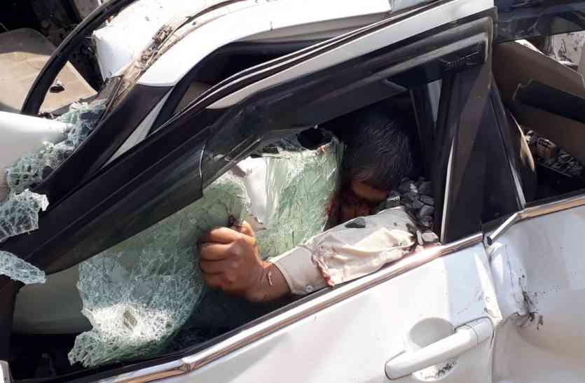 हाईवे पर भीषण हादसा : डंपर ने ट्रक और कार को मारी टक्कर, दो की मौत