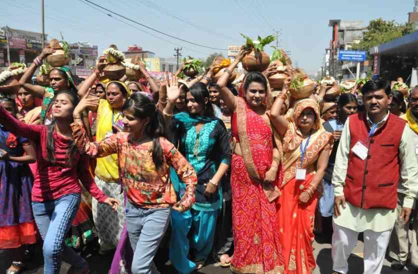 कर्मा देवी के जयकारों के साथ निकाली शोभायात्राएं, बरसे फूल