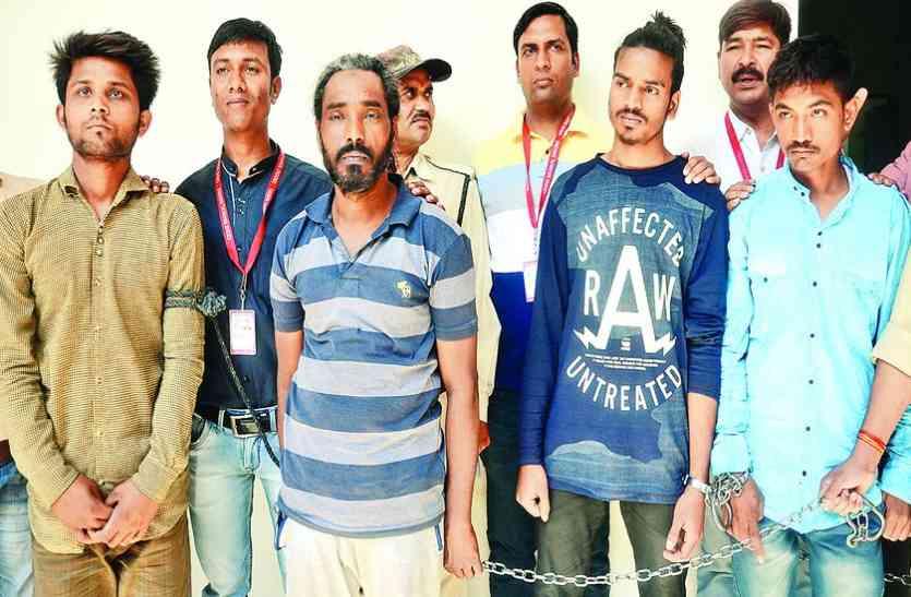 अवैध हथियार बेचने वाले सिकलीगर सहित 4 गिरफ्तार... चार देशी कट्टे किये जब्त