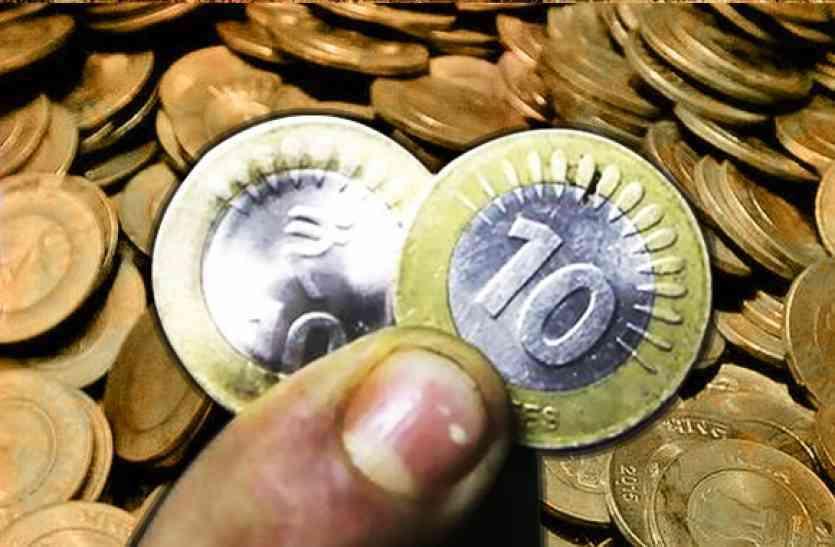 सिक्के लेने से मना किया तो कार्रवाई