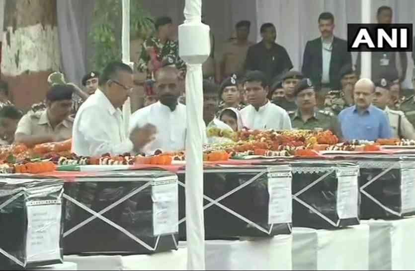 छत्तीसगढ़: सुकमा हमले में शहीद CRPF के जवानों को दी गई श्रद्धांजलि, CM रमन सिंह भी हुए शामिल