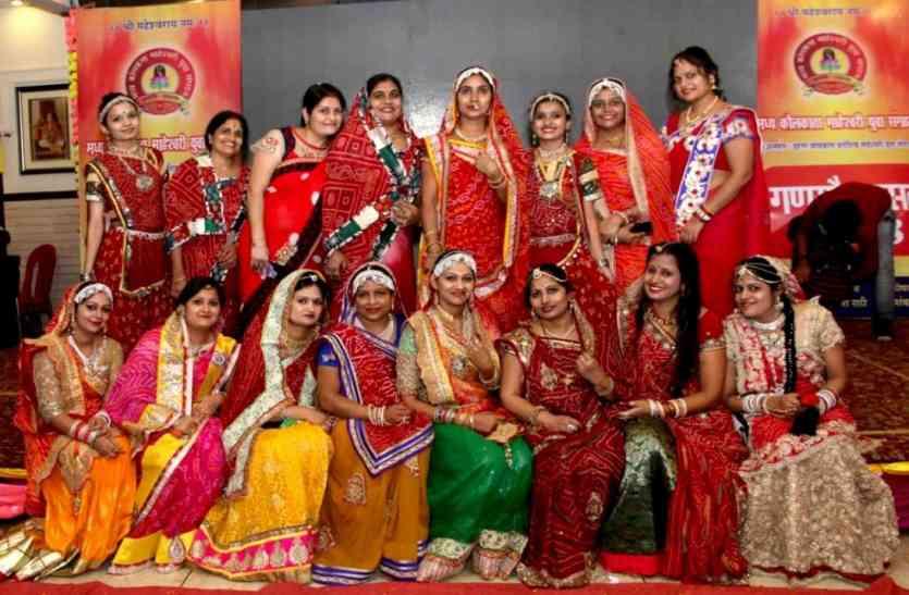 कोलकाता : गणगौर के उत्सव में डूबी राजस्थानी महिलाएं