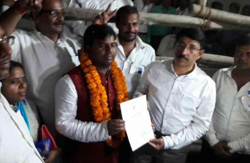 Gorakhpur bypoll results 2018 जानिए गोरखपुर उपचुनाव में कौन-कितना वोट पाया, किसकी जब्त हुई जमानत