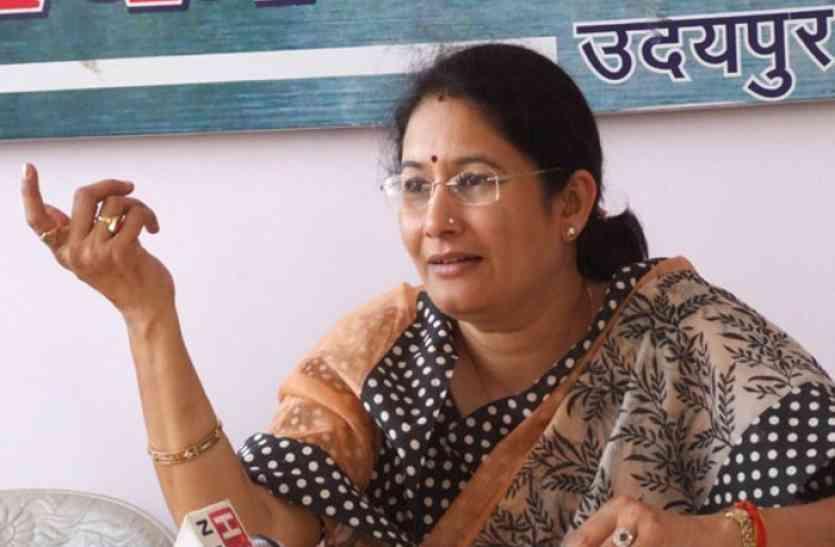 उच्चशिक्षा मंत्री किरण माहेश्वरी ने भाजपा कार्यालय में जनसुनवाई के दौरान कहा कि निजी विश्वविद्याालयों में डिग्रियों के नाम पर हो रहा है फर्जीवाड़ा