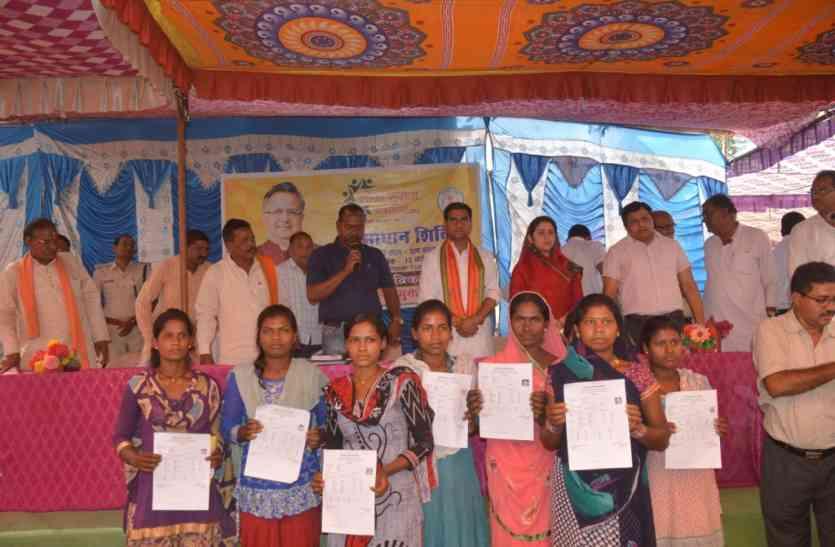 आवेदनों का मौके पर निराकरण करने के लिए समाधान शिविर आयोजित- तोखन