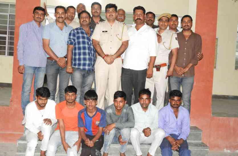 शादी समारोह से नकदी-गहने चुराने वाले छह जनों को पुलिस ने किया गिरफ्तार