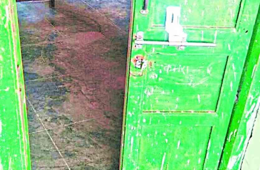 चोरों ने स्कूल के 6 कमरों के तोड़े ताले