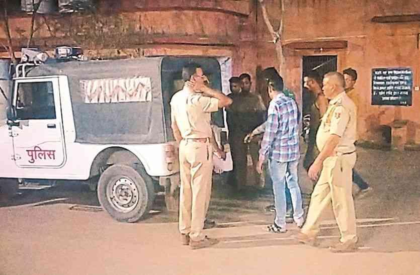 राजस्थान पुलिस को यहां पर दौड़ा-दौड़ा कर पीटा, पुलिसकर्मी कभी नहीं भूल पाएंगे वो खौफनाक मंजर