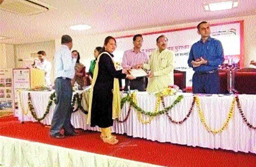 10 बीजीएम को मिला राज्य स्तरीय स्वच्छ विद्यालय पुरस्कार