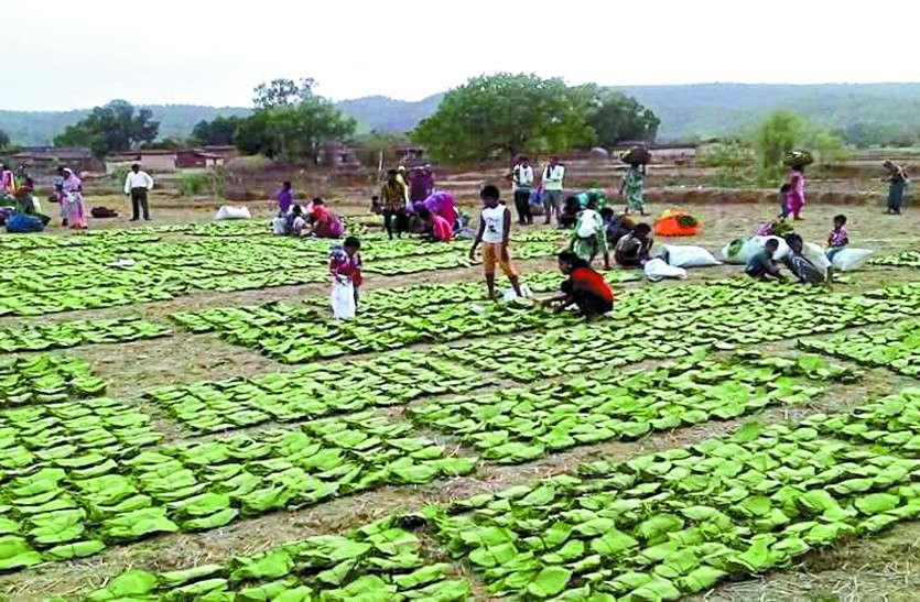 ग्रामीणों को बंटने आए जूते -चप्पलों से कैंसर का भय बरकरार