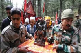 जब जम्मू की दुर्गम पहाड़ियों में झूमते भक्तों ने मां भद्रकाली को पहुंचाया घर