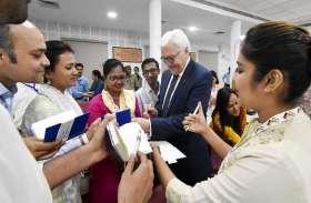 जर्मन राष्ट्रपति वाल्टर ने बीएचयू के छात्रों  के संग ऐसे स्थापित किया संवाद, देखें तस्वीरें...