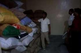 छापेमारी में 500 बोरी सरकारी चावल और गेहूं बरामद