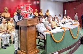 अखिलेश ने डिप्टी CM दिनेश शर्मा पर खूब ली चुटकी, यूपी सरकार पर किये 8 बड़े हमले