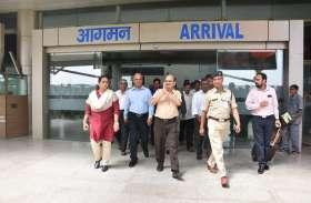 BHU के नए VC डॉ राकेश भटनागर पहुंचे काशी, एयर पोर्ट पर हुआ भव्य स्वागत, देखें तस्वीरें..