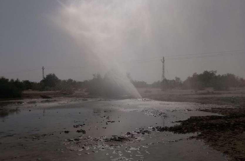 JAISALMER NEWS- नहरबंदी के बाद रेगिस्तानी गांव प्यासे, यहां पेयजल बह रहा व्यर्थ