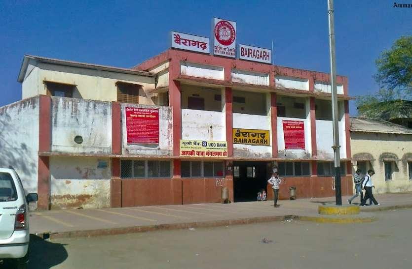 स्टेशन पर कोच गाइडेंस सुविधा और ट्रेनों के स्टॉपेज की मांग