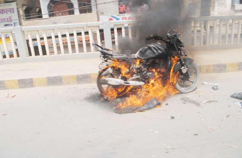 भाजपा सांसद बोले, बसपा विधायक के कहने पर गुंडों ने लहराए हथियार