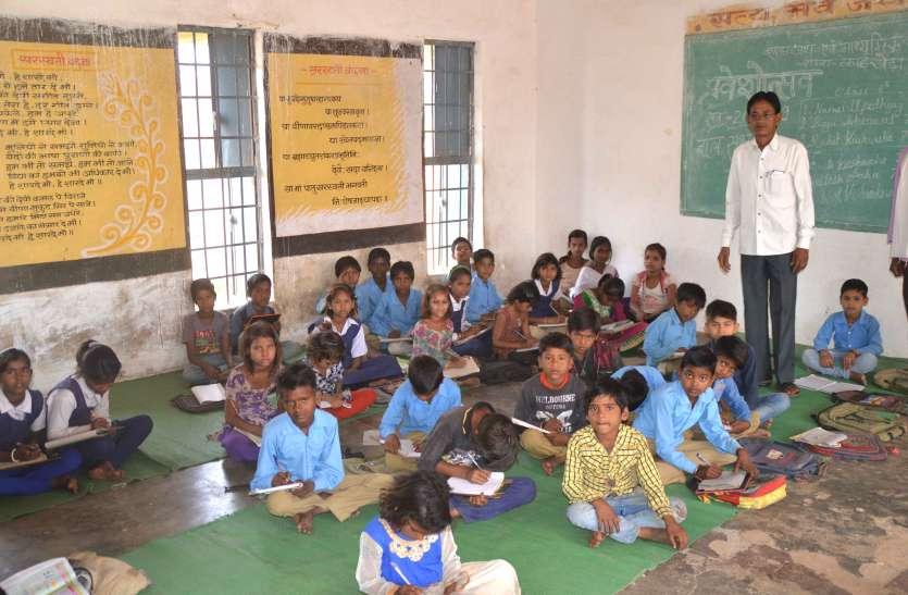 भूखे पेट पढ़ाई कर रहे बच्चे,मध्यान्ह भोजन में लगातार लापरवाही