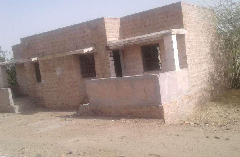 JAISALMER NEWS- ग्रामीण क्षेत्रों में लावारिश पड़े सरकारी भवन हो रहे जर्जर